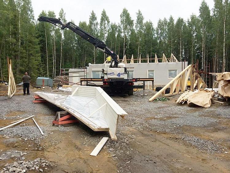 Talon rakentaminen Kerkkoossa.